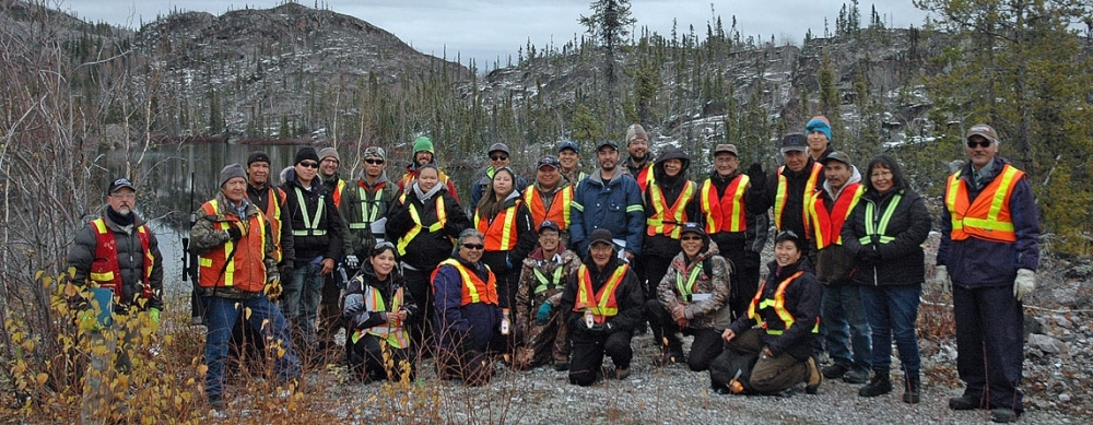 Pictured above: Rayrock Mine Site Visit with Contaminated Site Management students and co-trainers, members of the Kwetı̨ı̨ɂaà Elders Committee, staff from Indigenous and Northern Affairs Canada and Tłįchǫ Government.
