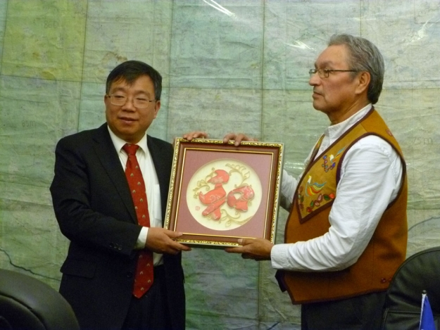 Mr. Yang Zhenggen, Director General of Department of Policies, Laws and Regulations for the State Ethnic Affairs Commission with Grand Chief Eddie Erasmus